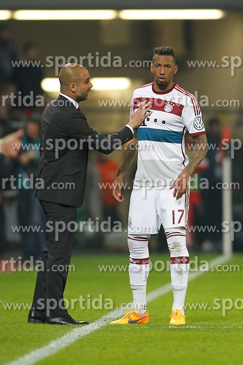 08.04.2015, BayArena, Leverkusen, GER, DFB Pokal, Bayer 04 Leverkusen vs FC Bayern Muenchen, Viertelfinale, im Bild Trainer Pep Guardiola (FC Bayern Muenchen) im Gespraech mit Jerome Boateng (FC Bayern Muenchen #17) // during the German DFB Pokal quarter final match between Bayer 04 Leverkusen and FC Bayern Munich at the BayArena in Leverkusen, Germany on 2015/04/08. EXPA Pictures &copy; 2015, PhotoCredit: EXPA/ Eibner-Pressefoto/ Schueler<br /> <br /> *****ATTENTION - OUT of GER*****
