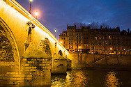 France. Paris. 4th district.. Pont Marie connect Saint Louis island to rive droite.  / le pont Marie sur la Seine