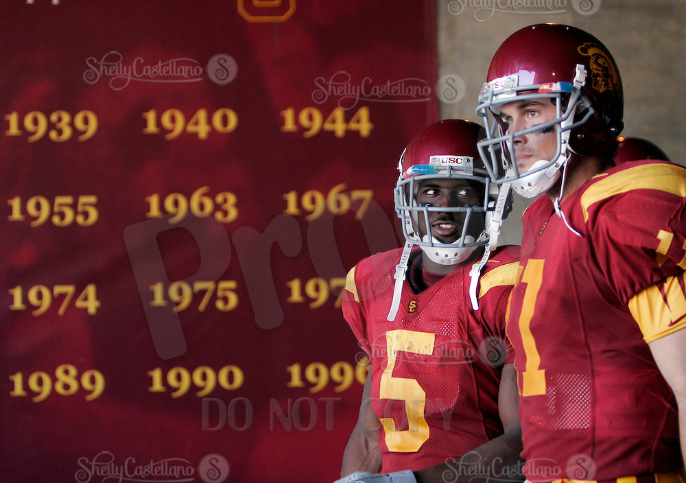 29 October 2005: USC Trojan Heisman winners #5 Reggie Bush and #11 quarterback Matt Leinart get ready to walk onto the field after half time during a USC Trojans 55-13 win over the Washington State Cougars at the Los Angeles Memorial Coliseum, CA. Both players have won the coveted Heisman Trophy back to back before turning profssional football players.