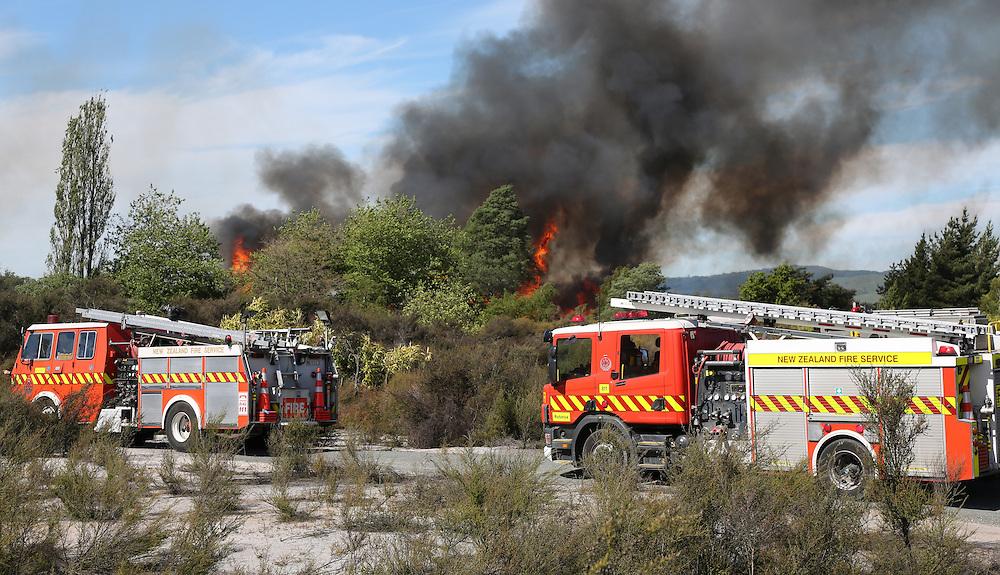 Fire has endangered tourist tracks in central Rotorua near Sulphur Point, Rotorua, New Zealand, November 8, 2016.Credit:SNPA / Peter Graney.