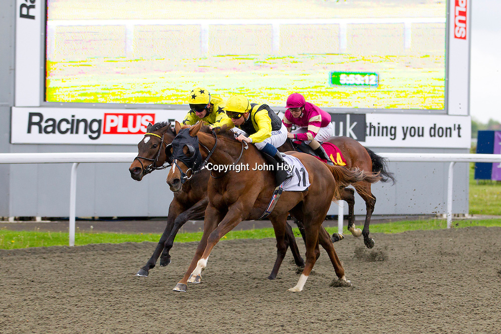 Moment in the Sun and M Baralona winning the 5.50 race