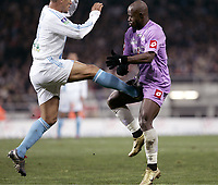 Fotball<br /> Frankrike 2004/05<br /> Toulouse v Olympique Marseille<br /> 29. januar 2005<br /> Foto: Digitalsport<br /> NORWAY ONLY<br />  ACHILLE EMANA (TOU) / EDUARDO COSTA (OM)