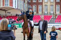 WILL David (GER), FOREST GUMP 29<br /> Münster - Turnier der Sieger 2019<br /> Siegerehrung<br /> BRINKHOFF'S NO. 1 -  Preis<br /> CSI4* - Int. Jumping competition  (1.50 m) -<br /> 1. Qualifikation Grosse Tour <br /> Large Tour<br /> 02. August 2019<br /> © www.sportfotos-lafrentz.de/Stefan Lafrentz