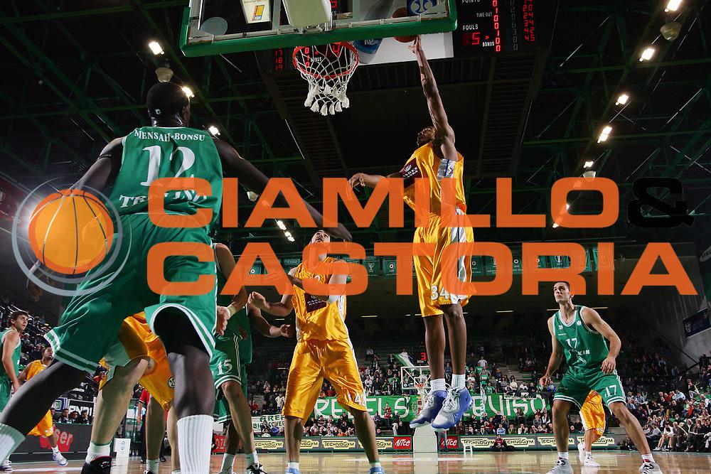 DESCRIZIONE : Treviso Uleb Cup 2007-08 Benetton Treviso Ask Riga <br /> GIOCATORE : Aerick Sanders <br /> SQUADRA : Ask Riga <br /> EVENTO : Uleb 2007-2008 <br /> GARA : Benetton Treviso Ask Riga <br /> DATA : 04/12/2007 <br /> CATEGORIA : Special Tiro <br /> SPORT : Pallacanestro <br /> AUTORE : Agenzia Ciamillo-Castoria/S.Silvestri