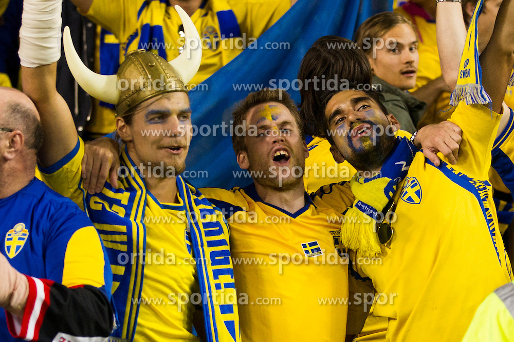 06.09.2013, Aviva Stadium, Dublin, IRL, FIFA WM Qualifikation, Irrland vs Schweden, Rueckspiel, im Bild Swedish supporters celebrate their victory over Ireland // during the FIFA World Cup Qualifier second leg Match between Ireland and Sweden at the Aviva stadium, Dublin, Ireland on 2013/09/06. EXPA Pictures &copy; 2013, PhotoCredit: EXPA/ PicAgency Skycam/ Michael Campanella<br /> <br /> ***** ATTENTION - OUT OF SWE *****