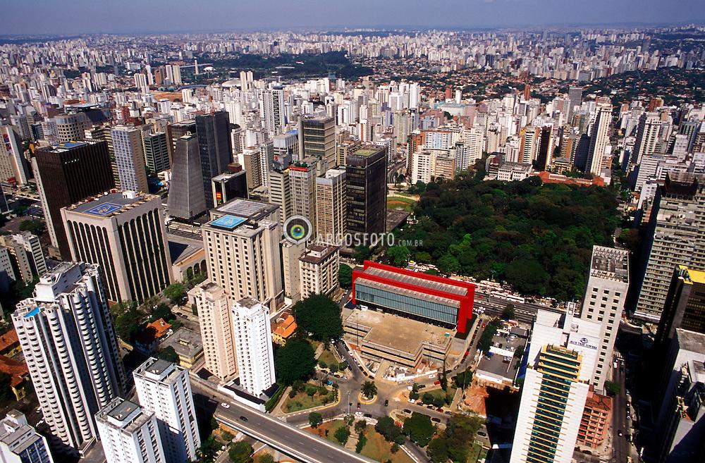Sao Paulo, Sao Paulo, Brasil..Vista aerea do MASP e do Parque Trianon, na Avenida Paulista./ Aerial view of the Art Museum of Sao Paulo (MASP) and Trianon Park..Foto ©Marcos Issa/Argosfoto
