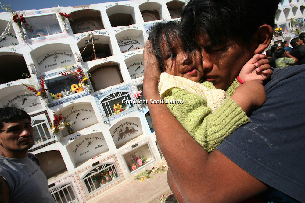Family members of a victim of a massive earthquake mourn during a funeral in Pisco, Peru on Friday, August 17, 2007. The earthquake, that registered 8.0 on the Richter scale, left over five hundred people dead in Peru. (Photo/Scott Dalton)