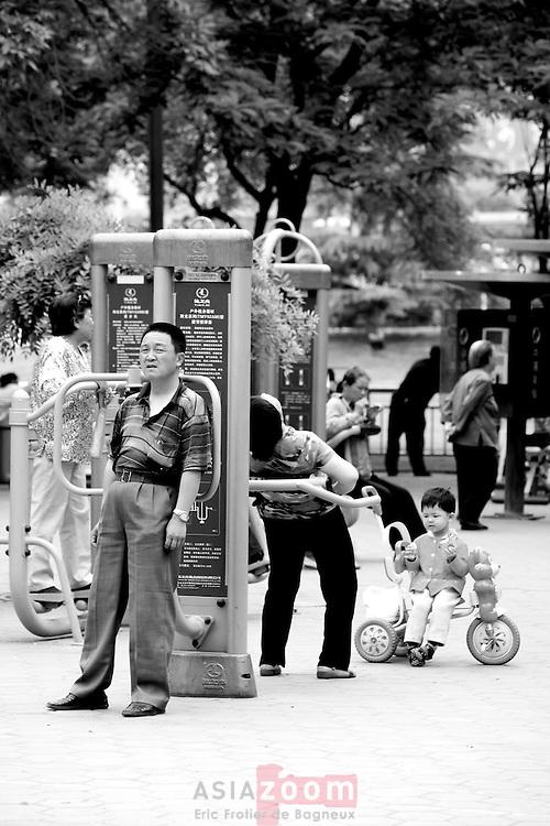 Zone d'exercice dans un parc a Lanzhou en Chine dans le Gansu, novembre 2008