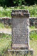 Altarstein, römisches Kastellbad bei Walldürn, Odenwald, Baden-Württemberg, Deutschland | Altar Stone, Roman fort bath in Walldürn, Odenwald, Baden-Württemberg, Germany