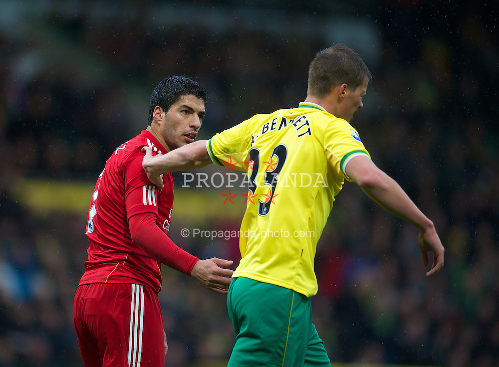 NORWICH, ENGLAND - Saturday, April 28, 2012: Liverpool's Luis Alberto Suarez Diaz clashes with Norwich City's Ryan Bennett during the Premiership match at Carrow Road. (Pic by David Rawcliffe/Propaganda)