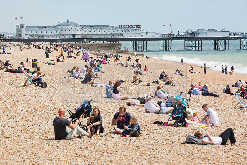 © Licensed to London News Pictures. 16/06/2017. Brighton, UK. Members of the public take advantage of the warm and sunny weather to swim and sunbath on the beach in Brighton and Hove. Photo credit: Hugo Michiels/LNP