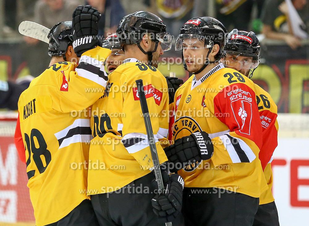22.09.2015, Albert Schultz Halle, Wien, AUT, CHL, UPC Vienna Capitals vs HC Litvinov, K.O. Phase, im Bild Karel Kubat (HC Litvinov) , Peter Jansky (HC Litvinov) , Tomas Pavelka (HC Litvinov) und Viktor Hubl (HC Litvinov) // during the Champions Hockey League Round of 32 match between UPC Vienna Capitals and HC Litvinov at the Albert Schultz Arena, Vienna, Austria on 2015/09/22. EXPA Pictures © 2015, PhotoCredit: EXPA/ Alexander Forst