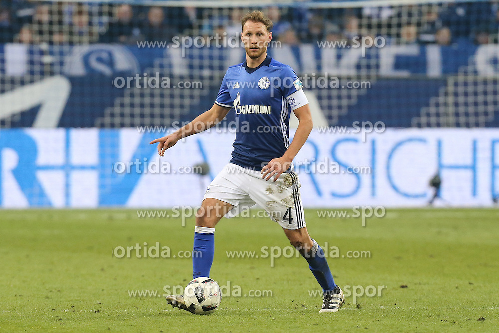 21.01.2017, Veltins Arena, Gelsenkirchen, GER, 1. FBL, Schalke 04 vs FC Ingolstadt 04, 17. Runde, im Bild Benedikt Hoewedes (#4, FC Schalke 04) // during the German Bundesliga 17th round match between Schalke 04 and FC Ingolstadt 04 at the Veltins Arena in Gelsenkirchen, Germany on 2017/01/21. EXPA Pictures &copy; 2017, PhotoCredit: EXPA/ Eibner-Pressefoto/ Deutzmann<br /> <br /> *****ATTENTION - OUT of GER*****