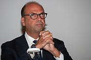 Angelino Alfano, ministro degli Esteri e leader di Alternativa Popolare, ufficializza l'accordo con il PD appoggiando la candidatura di Fabrizio Micari per le prossime regionali siciliane