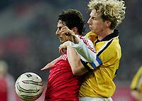 Fotball<br /> Tyskland 2004/05<br /> Fortuna Düsseldorf v FC Bayern München<br /> 18. januar 2005<br /> Foto: Digitalsport<br /> NORWAY ONLY<br /> Claudio PIZARRO Bayern, Dirk BÖCKER