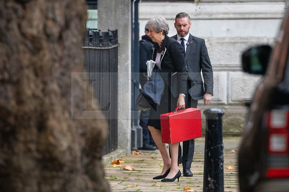 © Licensed to London News Pictures. 05/11/2018. London, UK. British Prime Minister Theresa May arrives back in Downing Street on Monday morning. Photo credit : Tom Nicholson/LNP