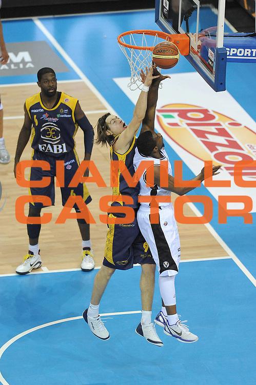 DESCRIZIONE : Torino Coppa Italia Final Eight 2011 Quarti di Finale Fabi Shoes Montegranaro Canadian Solar Bologna<br /> GIOCATORE : Michele Antonutti Kennedy Winston<br /> SQUADRA : Fabi Shoes Montegranaro<br /> EVENTO : Agos Ducato Basket Coppa Italia Final Eight 2011<br /> GARA : Fabi Shoes Montegranaro Canadian Solar Bologna<br /> DATA : 10/02/2011<br /> CATEGORIA : Rimbalzo<br /> SPORT : Pallacanestro<br /> AUTORE : Agenzia Ciamillo-Castoria/ L.Goria<br /> Galleria : Final Eight Coppa Italia 2011<br /> Fotonotizia : Torino Coppa Italia Final Eight 2011 Quarti di finale Fabi Shoes Montegranaro Canadian Solar Bologna<br /> Predefinita :