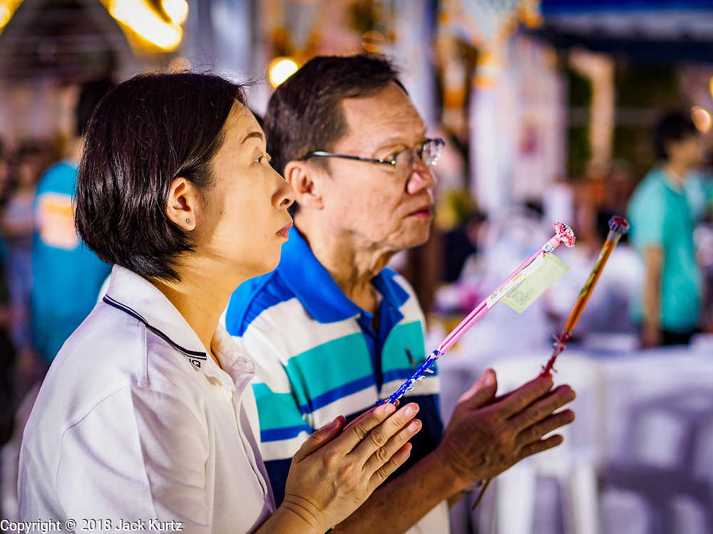 31 DECEMBER 2018 - BANGKOK, THAILAND: Many Thais go to temples to meditate and pray on New Year's Eve.     PHOTO BY JACK KURTZ