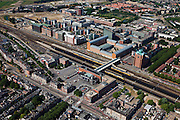 Nederland, Noord-Brabant, Den Bosch, 08-07-2010; Stationsgebied met in de omgeving van het station vastgoed- en projectontwikkeling, luxe appartementen. Ten westen van het station het nieuwe Paleiskwartier ('de nieuwe binnenstad') op de plaats van een voormalige bedrijventerrein (boven in beeld)..Station Area, real estate and property development, luxury apartments. West of the station the new Paleiskwartier ('new downtown') at the site of a former industrial site..luchtfoto (toeslag), aerial photo (additional fee required).foto/photo Siebe Swart