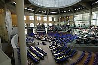 30 JUN 2005, BERLIN/GERMANY:<br /> Uebersicht des schlecht besetzten Plenarsaals, waehrend einer Abstimmung, Deutscher Bundestag<br /> IMAGE: 20050630-01-001<br /> KEYWORDS: Plenum, leer, Reichstag, Bundesadler, Übersicht