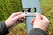 Nederland, Wijchen, 15-10-2015Een buurt heeft met elkaar afgesproken een oogje in het zeil te houden qua dreiging en veiligheid via de service van Whatsapp, een app voor de smartphone.Foto: Flip Franssen/ HH