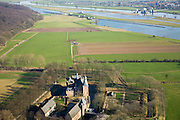 Nederland, Gelderland, Doorwerth, 11-02-2008; Doorwerthse Waarden, uiterwaarden van de Neder-Rijn met Kasteel Doorwerth; het kasteel biedt onder andere huisvesting aan het Nederlands Jachtmuseum; in de achtergrond de rivier met de stuw bij Driel..luchtfoto (toeslag); aerial photo (additional fee required); .foto Siebe Swart / photo Siebe Swart