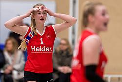 17-03-2018 NED: Prima Donna Kaas Huizen - VC Sneek, Huizen<br /> PDK verliest kansloos met 3-0 van Sneek / Daphne Kruis #1