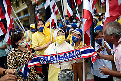© Licensed to London News Pictures. 16/08/2020. Bangkok, Thailand. A pro-monarchy counter-demonstration is staged ahead of a larger demonstration against the government at Democracy Monument in Bangkok, Thailand on Sunday 16th, August 2020. Photo credit: Jack Taylor/LNP