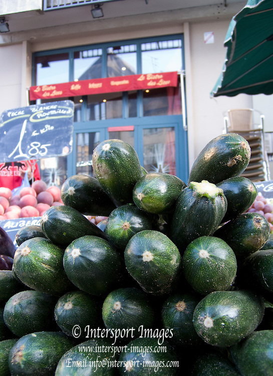 Rennes, FRANCE, Rennes, Courgettes, on display at the Saturday Morning Market,  Brittany.  Saturday  26/09/2009   [Mandatory Credit Peter Spurrier Intersport Images] Street Photo.
