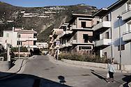 SARNO. NUOVE COSTRUZIONI A POCHI CHILOMETRI DALLA MONTE SARNO DOVE NEL 1998 A CAUSA DI FORTI PIOGGE UNA VALANGA DI FANGO TRAVOLSE I PAESI SOTTOSTANTI PROVOCANDO LA MORTE DI 137 PERSONE