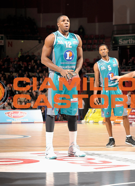 DESCRIZIONE : Coupe de France  Antares Le Mans<br /> GIOCATORE : Elonu Chinemelu<br /> SQUADRA : Pau<br /> EVENTO : Coupe de France <br /> GARA : Le Mans Pau<br /> DATA : 10/01/2012<br /> CATEGORIA : Basketball  Homme <br /> SPORT : Basketball<br /> AUTORE : JF Molliere<br /> Galleria : France Basket 2011-2012 Action<br /> Fotonotizia : Coupe de France Basket Homme<br /> Predefinita :