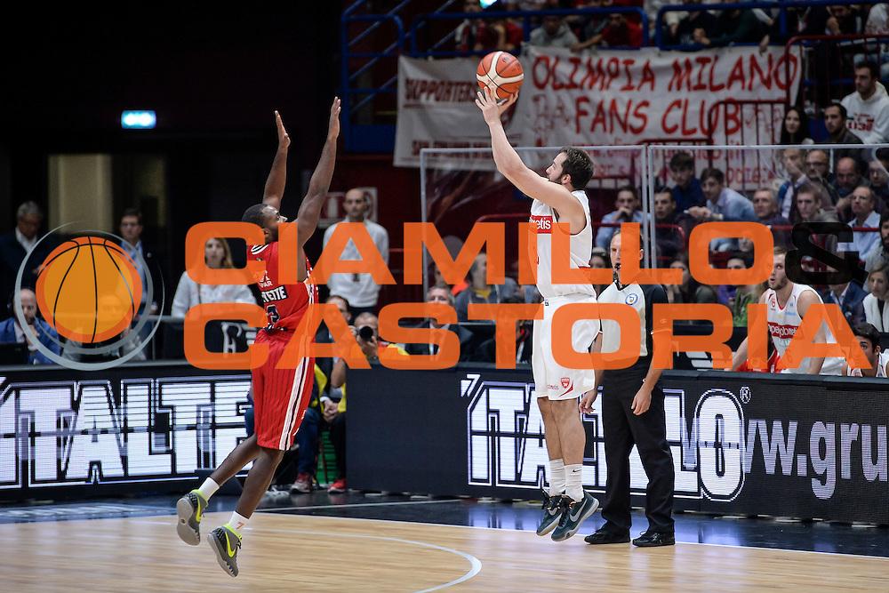 DESCRIZIONE : Milano Lega A 2015-16 Olimpia EA7 Emporio Armani Milano Openjobmetis Varese<br /> GIOCATORE : Daniele Cavaliero<br /> CATEGORIA : Tiro Tre Punti <br /> SQUADRA : Openjobmetis Varese<br /> EVENTO : Campionato Lega A 2015-2016<br /> GARA : Olimpia EA7 Emporio Armani Milano Openjobmetis Varese<br /> DATA : 11/10/2015<br /> SPORT : Pallacanestro<br /> AUTORE : Agenzia Ciamillo-Castoria/M.Ozbot<br /> Galleria : Lega Basket A 2015-2016 <br /> Fotonotizia: Milano Lega A 2015-16 Olimpia EA7 Emporio Armani Milano Openjobmetis Varese