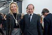 MICHAELA DE PURY; SIMON DE PURY, Opening of new White Cube Gallery in Bermondsey. London. 11 October 2011. <br /> <br />  , -DO NOT ARCHIVE-© Copyright Photograph by Dafydd Jones. 248 Clapham Rd. London SW9 0PZ. Tel 0207 820 0771. www.dafjones.com.