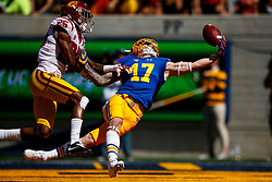 BERKELEY, CA - SEPTEMBER 23:  Wide receiver Vic Wharton III #17 of the California Golden Bears reaches for but is unable to catch a pass in the end zone in front of cornerback Jack Jones #25 of the USC Trojans during the first quarter at California Memorial Stadium on September 23, 2017 in Berkeley, California. (Photo by Jason O. Watson/Getty Images) *** Local Caption *** Vic Wharton III; Jack Jones
