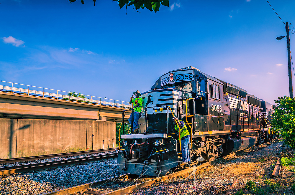Norfolk Southern train #3058 passes through Chamblee, Georgia, May 20, 2014. (Photo by Carmen K. Sisson/Cloudybright)
