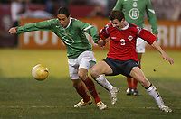 SAN FRANCISCO, CAL   25-01-2006<br /> <br /> Oscar Rojas (#6 Mexico), Moen Petter Vaagan (#9 Norway) during friendly match between Mexico and Norway at Monster Park stadium in San Francisco, California, on January, 25, 2006<br /> <br /> <br /> <br /> FOTO ©ALEJANDRO MELENDEZ  Clasos/Graffiti