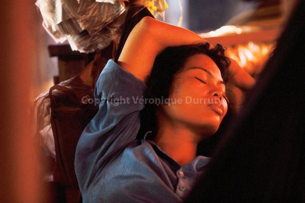 Tu as la peau de la pluie comme les femmes de l'Asie.<br /> prise de vue argentique, 1991<br /> tirage pigmentaire 20 cm x 30 cm sur papier fine art 100% coton, sous cadre 32 cm x 42 cm <br /> Edition de 5 exemplaires<br /> 240 euros non encadr&eacute;, 300 euros encadr&eacute;<br /> <br /> Inspir&eacute; par L'Amant de la Chine du Nord, de Marguerite Duras, Ed. Gallimard, 1991