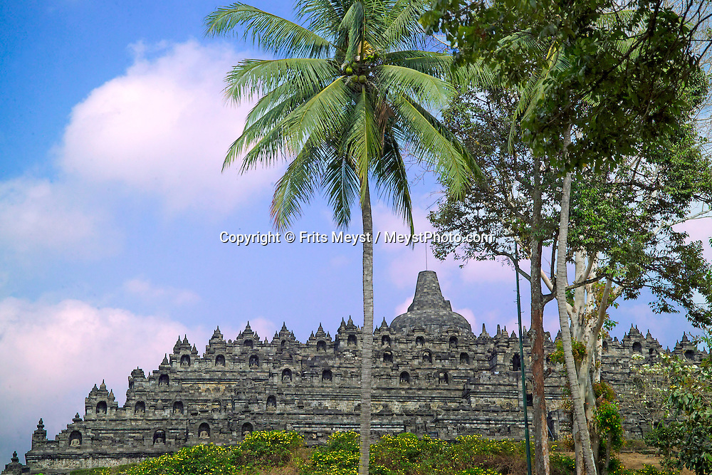 Yogyakarta, Java, Indonesia, October 2006. The Boedhist temple of Borobudur. The island of Java is rich with culture, colorful friendly people, dutch colonial history and beautiful landscapes. Photo by Frits Meyst/Adventure4ever.com