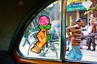 Inde, Bengale-Occidental, Kolkata, rickshaw dans les rue de la ville depuis un taxi // India, West Bengal, Kolkata, Calcutta, rickshaw on the street from taxi