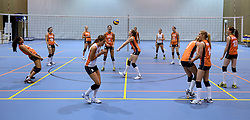 21-05-2014 NED: Selectie Nederlands volleybal team vrouwen, Arnhem<br /> Op Papendal werd het Nederlands team volleybal seizoen 2014-2015 gepresenteerd / Mizuno