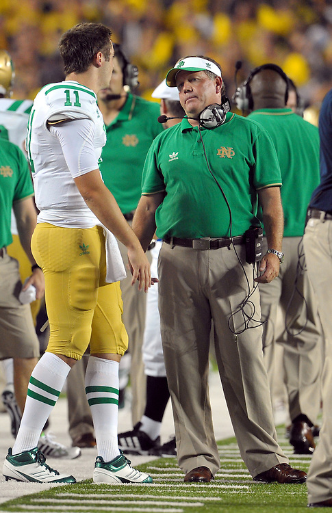 Head coach Brian Kelly has some (calm) words for quarterback Tommy Rees (11) in the fourth quarter.