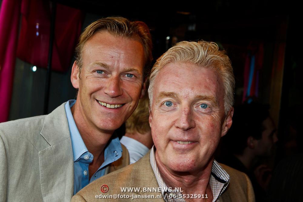NLD/Amsterdam/20100801 - Inloop premiere musical Crazy Shopping, Andre van Duin en partner Martin Elferink