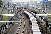 Nederland, Andelst, 8-9-2013Een goederentrein rijdt over de betuweroute.De treinen moeten in Duitsland op het bestaande spoor, waardoor vertraging ontstaat.Foto: Flip Franssen/Hollandse Hoogte