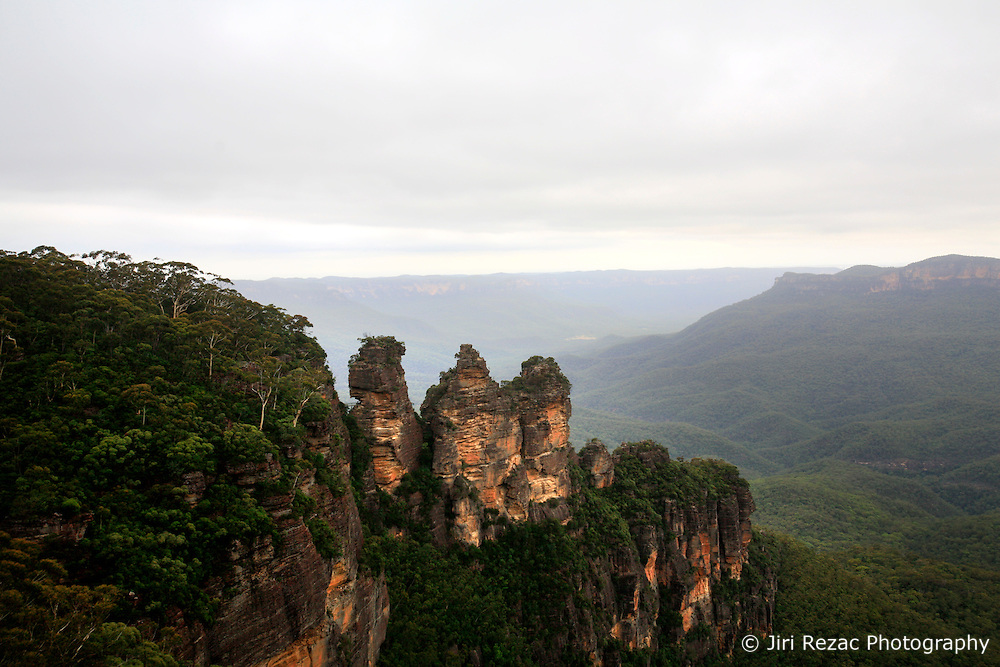 AUSTRALIA NEW SOUTH WALES 13FEB08 - Three Sister rock formation, a famous landmark in the Blue Mountains, New South Wales, Australia...jre/Photo by Jiri Rezac..© Jiri Rezac 2008..Contact: +44 (0) 7050 110 417.Mobile:  +44 (0) 7801 337 683.Office:  +44 (0) 20 8968 9635..Email:   jiri@jirirezac.com.Web:    www.jirirezac.com..© All images Jiri Rezac 2007 - All rights reserved.