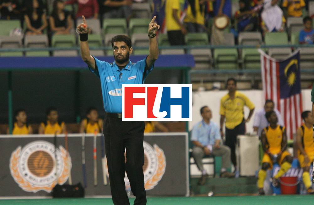 Kuala Lumpur:    Umpire Satinder Kumar seeking the help of the TV over a disputed goal in favour of Malaysia against Pakistan in the Samsung Hockey Men Champions Trophy on 03 Dec 2007.  Malayasia drew with Pakistan 2-2. .  Photo:GNN/Vino John