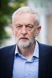 © Licensed to London News Pictures. 17/05/2019. London, UK. JEREMY CORBYN, the Labour Party leader leaves his north London home this morning. Cross party Brexit talks between the Labour Party and Theresa May's government are reported this morning to be about to end without an agreement. Photo credit: Vickie Flores/LNP