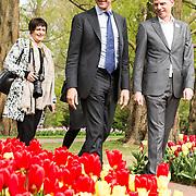 NLD/Lisse/20190417 - Minister Rutte doopt tulp inde Keukenhof, Minister-president Mark Rutte wordt rondgeleid in de Keukenhof door Bart Siemerink