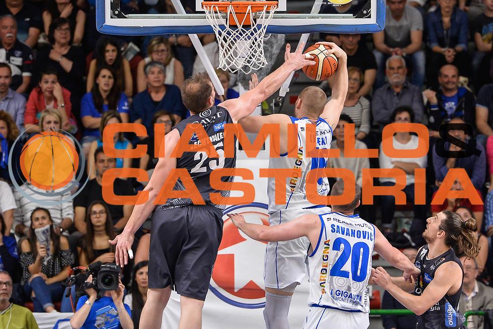 Tautvydas Lydeka, Luca Lechthaler<br /> Banco di Sardegna Dinamo Sassari - Dolomiti Energia Aquila Basket Trento<br /> Legabasket Serie A LBA Poste Mobile 2016/2017<br /> Playoff Quarti Gara3<br /> Sassari 16/05/2017<br /> Foto Ciamillo-Castoria