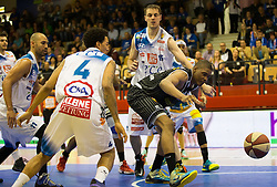 17.05.2015, Walfersamhalle, Kapfenberg, AUT, ABL, ece Bulls Kapfenberg vs magnofit Guessing Knights, 3. Semifinale, im Bild v.l.: Ian Boylan (Kapfenberg) La'Shard Anderson (Kapfenberg) Travis Taylor (Guessing) Martin Kohlmaier (Kapfenberg) // during the Austrian Basketball League, 3th semifinal, between ece Bulls Kapfenberg and magnofit Guessing Knights at the Sportscenter Walfersam, Kapfenberg, Austria o00000n 2015/05/17, EXPA Pictures © 2015, PhotoCredit: EXPA/ Dominik Angerer