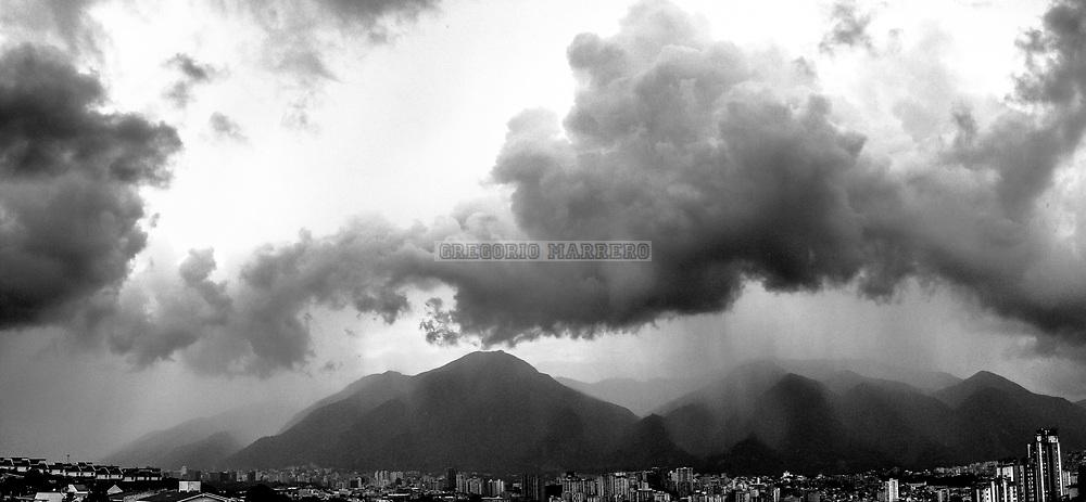 Caracas, Venezuela - 24/10/2017: Lluvia sobre el cerro Avila (Fotografía: Gregorio Marrero)